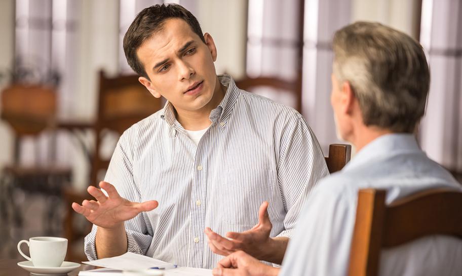 Preffered Partner Bild (2 Personen welche einen Dialog führen)