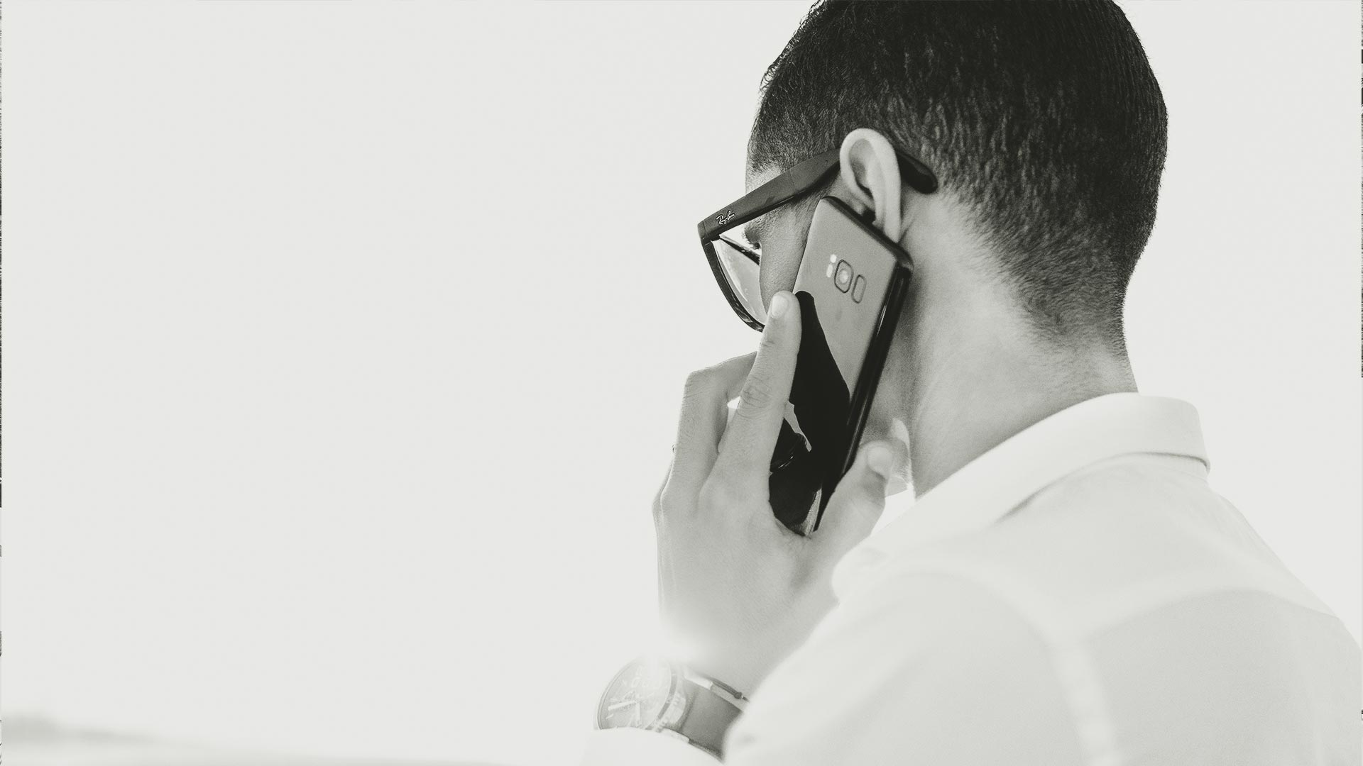 Kontakt Slide für Andreas Unterreiner (Mann am Telefon)